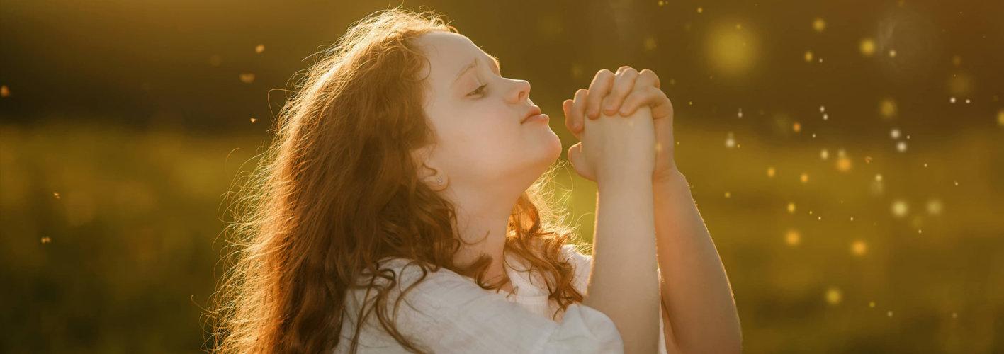 girl praying outdoor